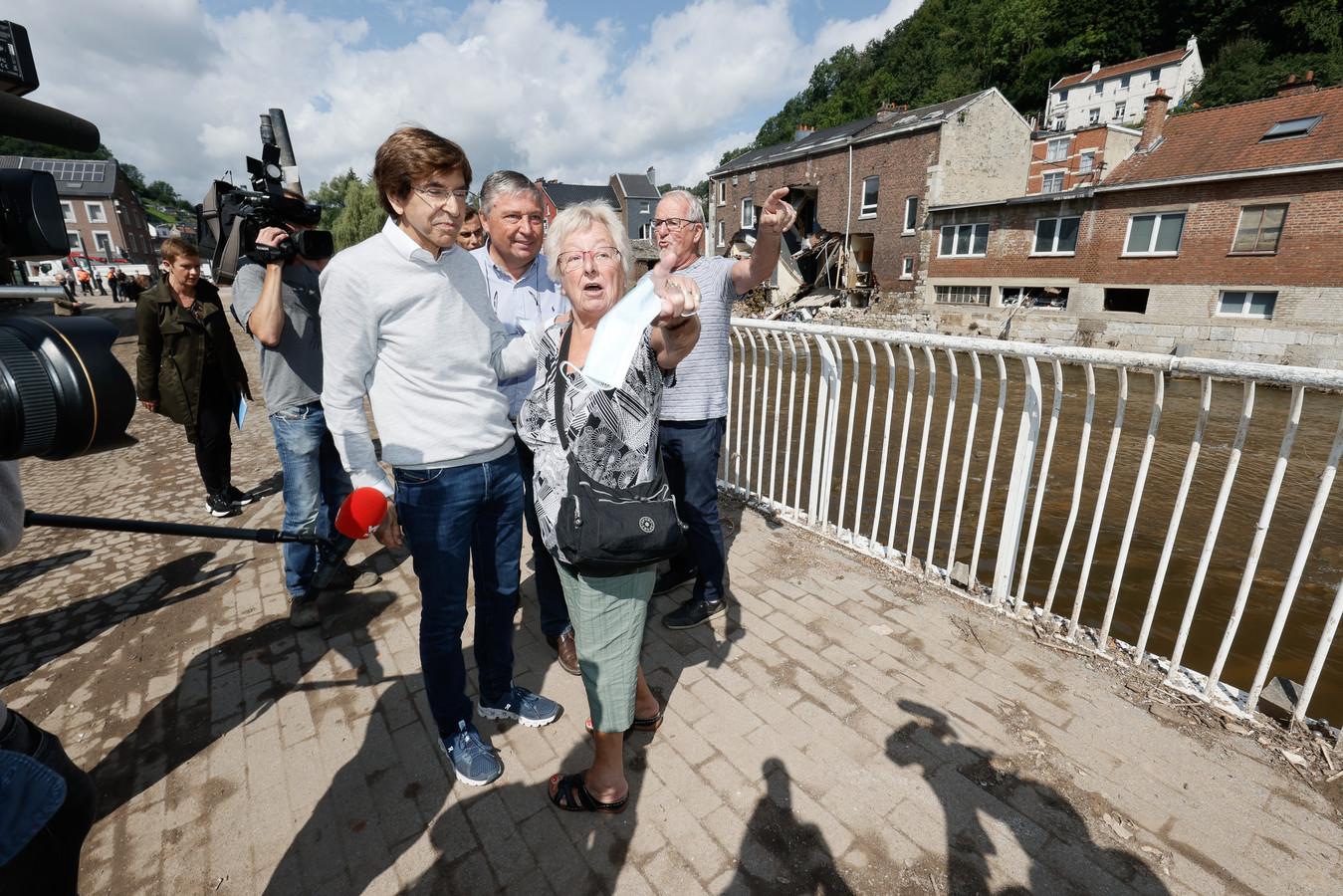 Elio Di Rupo (links) krijgt tijdens het bezoek veel kritiek