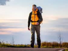 Wereldwandelaar Tom heeft de eerste 500 kilometer achter de kiezen: 'Ik geniet van iedere stap'