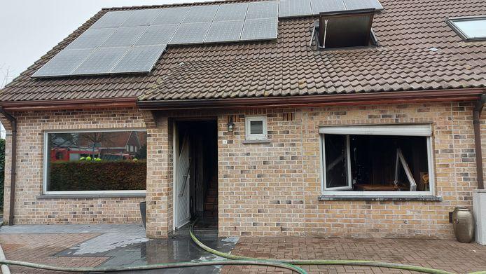 Door de felle brand is de woning in de Hulse Akkers nu onbewoonbaar.