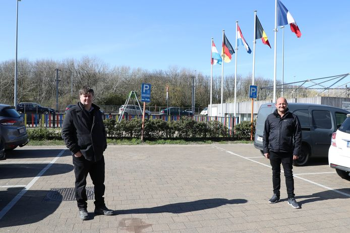 Wim Pilet (diensthoofd technische dienst) en Alain Lynneel (schepen van lokale economie).
