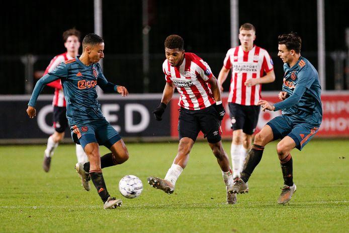 Beeld van de beloftentopper Jong PSV - Jong Ajax.