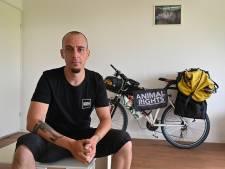Cuijkenaar fietst 6.000 kilometer in de strijd tegen dierenleed
