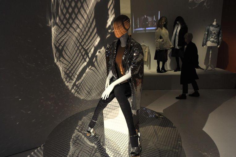 De tentoonstelling 'Martin Margiela, The Hermès years' focust op de visionaire creaties van de Belgische ontwerper Margiela tussen 1997 en 2003 voor het luxemerk Hermès.