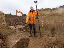 Archeologen in actie in Kerkdriel; glibberend terug in de tijd naar 3000 jaar oude boerderij