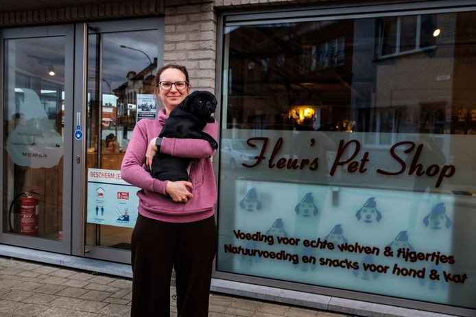 Zaakvoerder Roxanne Maton is met Fleur's Pet Shop naar Hemiksem verhuisd.