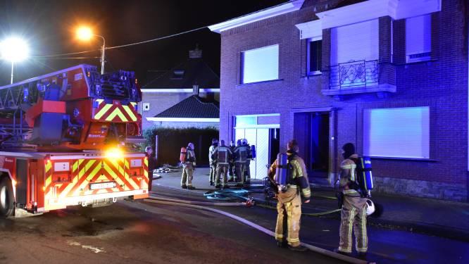 Rookmelders slaan alarm: vader en zeven kinderen kunnen vluchten voor zolderbrand