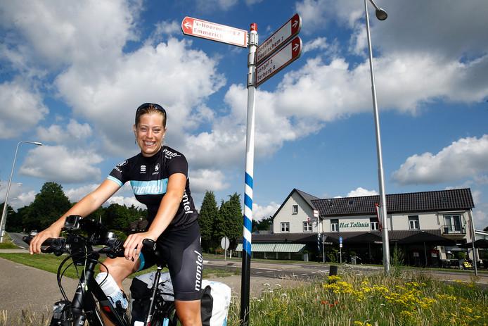 Mirre Oost fietste eerder al in 100 dagen door Gelderland voor de campagne 'Gelderland levert je mooie streken'.