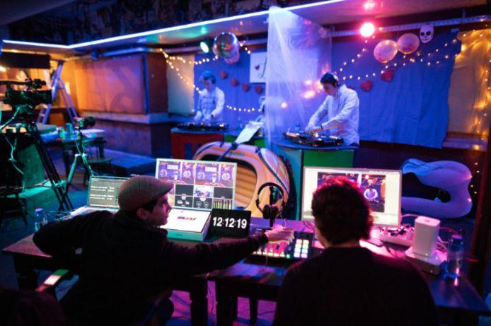 DJ's in De Ballenbak zijn te volgen via livestream.