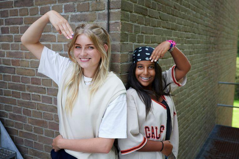 YouTuber Marije Zuurveld vormt in 'Hands Up' een team met de slechthorende Douae. Beeld Stijn Ghijsen