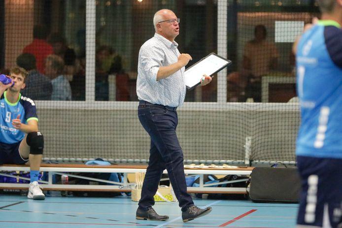 """De gedrevenheid van coach Luc Engeschenschilt (Volley Oudenaarde): """"Ik moet mij aanpassen aan een aantal zaken."""""""