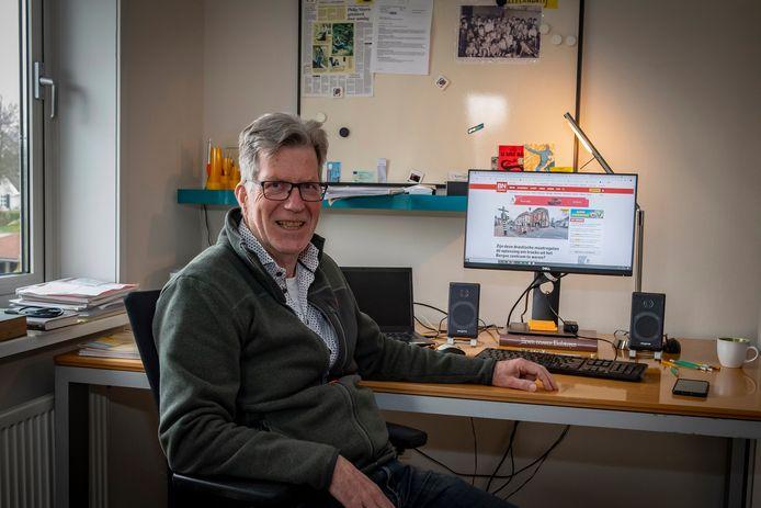 Jan van de Kasteele op zijn thuiswerkplek.