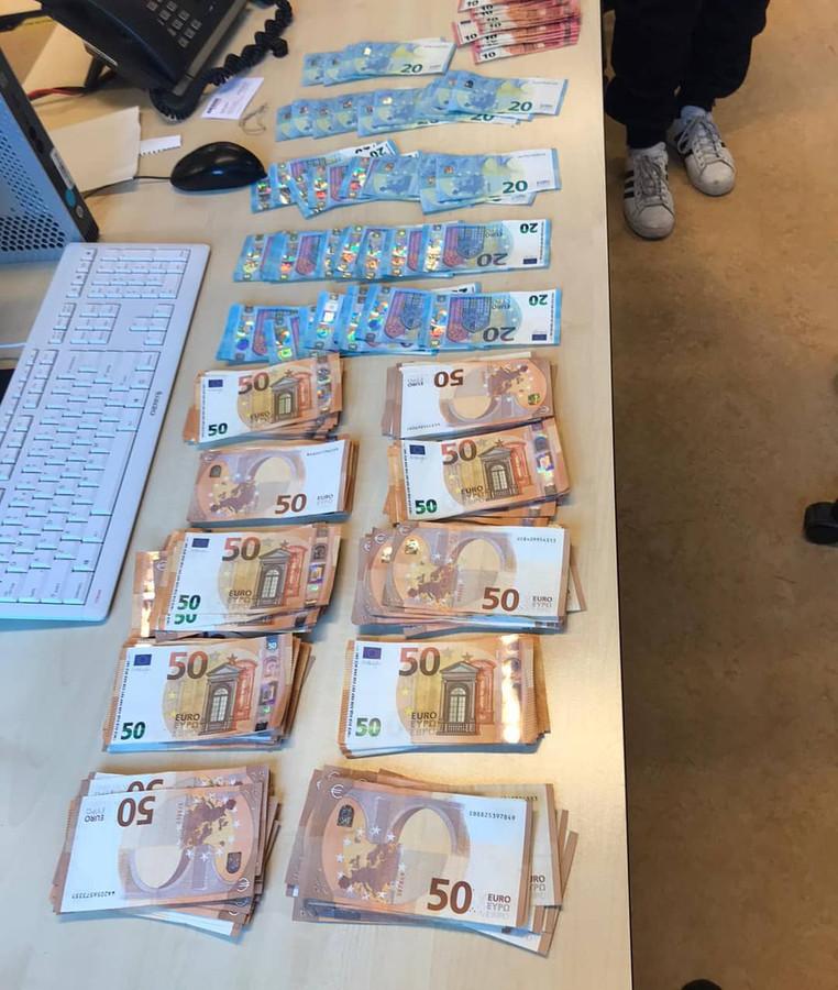 Het geld werd gevonden in een auto met een Frans kenteken in Budel.