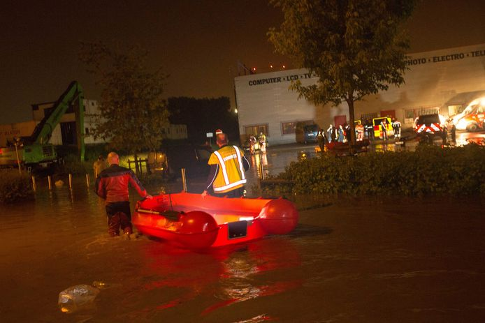 Archiefbeeld uit 2016 toen de brandweerzone Vlaams-Brabant West in Sint-Pieters-Leeuw ook evacuaties diende uit te voeren. Enkele weken terug was dat ook het geval in Herne.