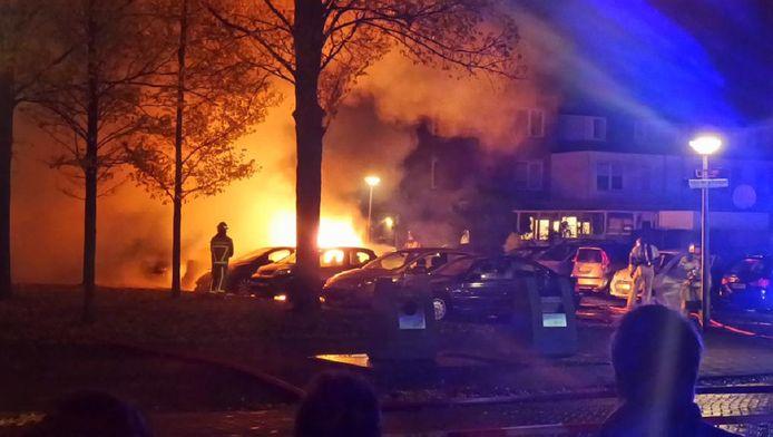 In de buurt van de schietpartij werd ook een brandende auto gevonden.