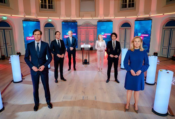 Mark Rutte (VVD), Geert Wilders (PVV), Wopke Hoekstra (CDA), Sigrid Kaag (D66), Lilian Marijnissen (SP) en Jesse Klaver (GroenLinks) voorafgaand aan het RTL Verkiezingsdebat.