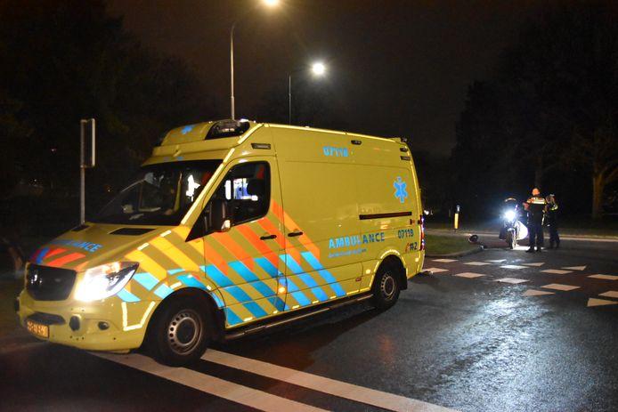 Een automobilist is dinsdagavond in zijn Porsche gevlucht na een aanrijding met een scooter op de Utrechtseweg in Oosterbeek.