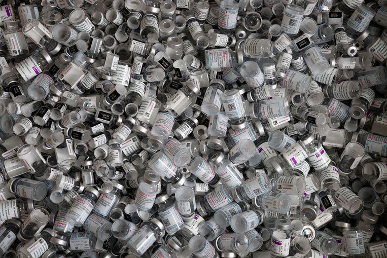 lege capsules Pfizer-BioNTech, Moderna en AstraZeneca-vaccins.  Beeld AP