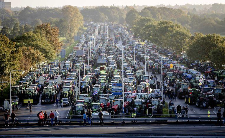Een massa boeren is momenteel onderweg naar Den Haag.