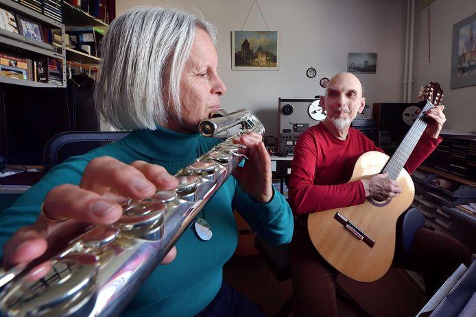 Lydia en Leon Theuns. Ze haalden internationaal bekende gitaristen naar Ossendrecht.
