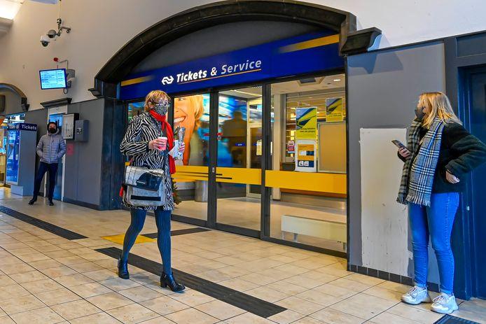 De NS-infobalie op Station Roosendaal verdwijnt binnenkort.