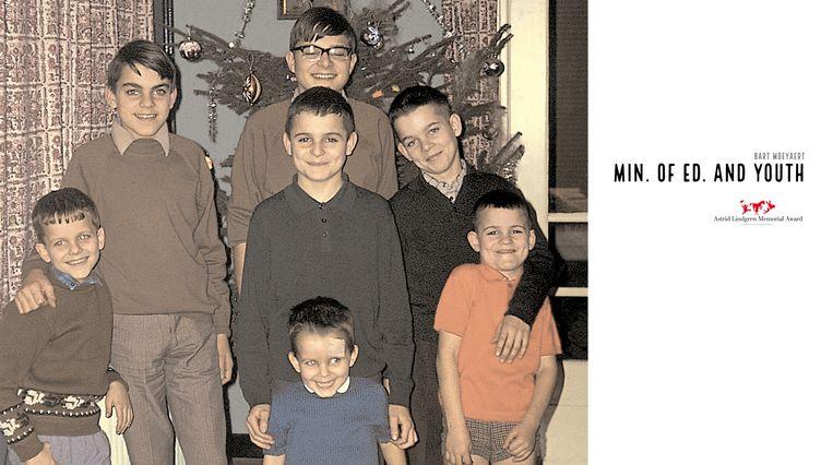 Bart (midden onderaan) met zijn zes grote broers. Beeld Familiearchief