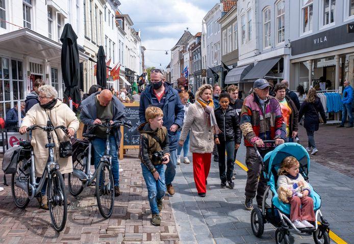 Drukte in het centrum van Middelburg.