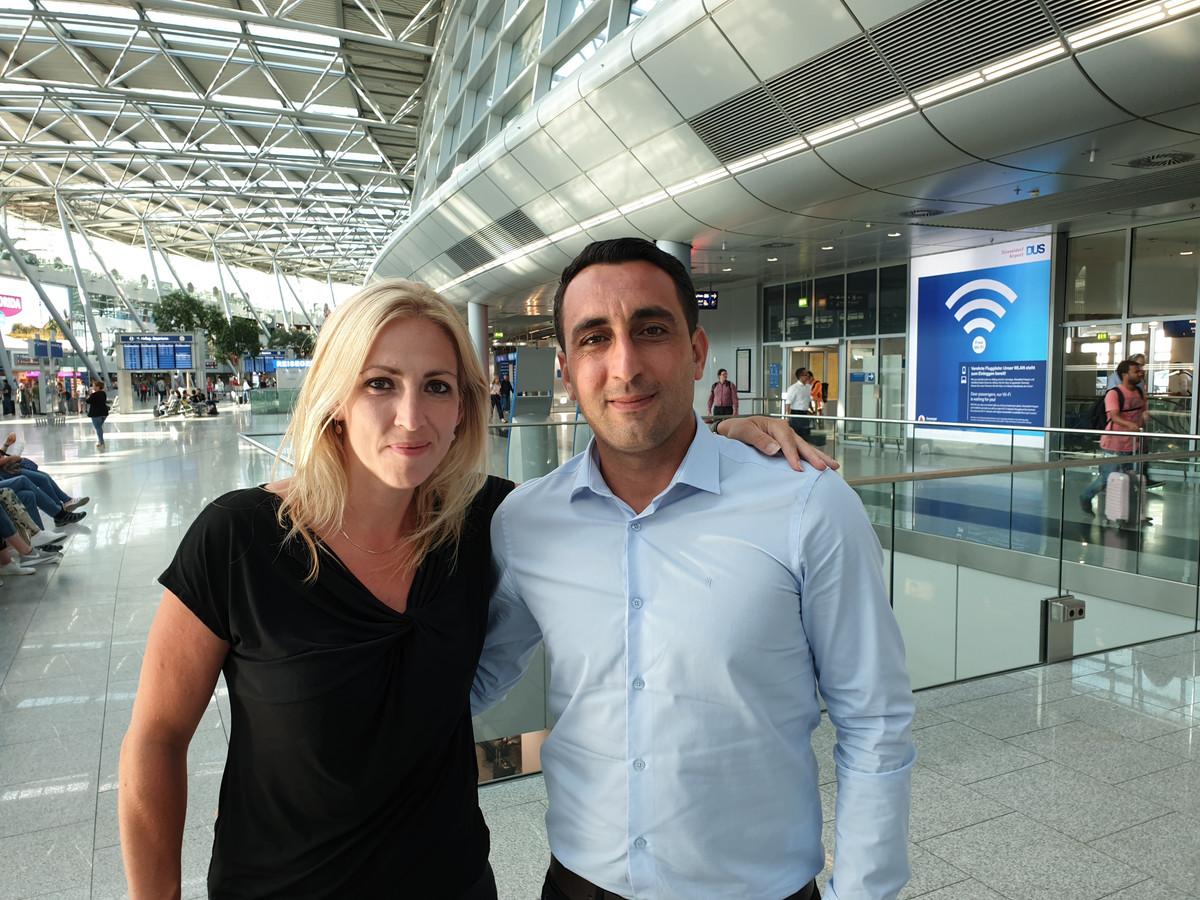 Lilian Marijnissen en Murat Memis na hun landing in Düsseldorf