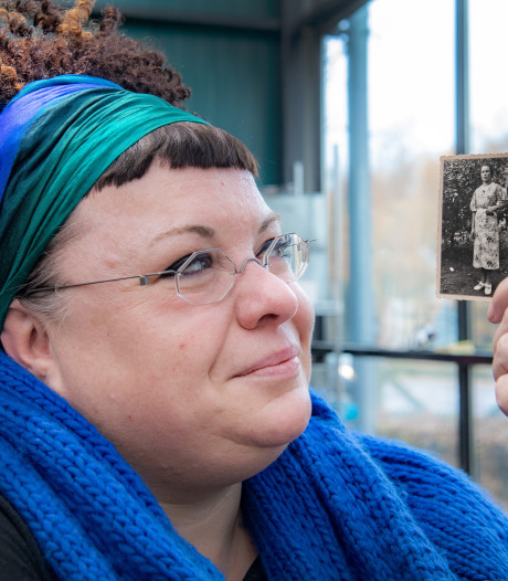 Stokoude foto van oma is Claudia (47) dierbaar: 'Uit haar blik spreekt hoop'