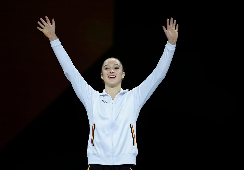 Nina Derwael viert haar wereldtitel in Stuttgart. Beeld Photo News