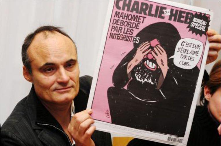 Philippe Val met zijn magazine.