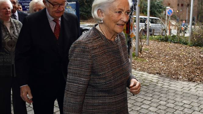 Koningin Paola valt en breekt haar heup