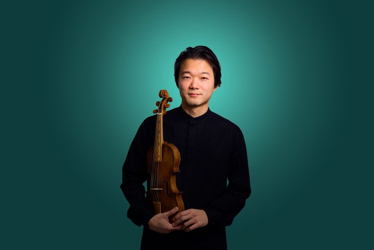 Shunske Sato, violist en artistiek leider van de Nederlandse Bachvereniging. Beeld Jelmer de Haas