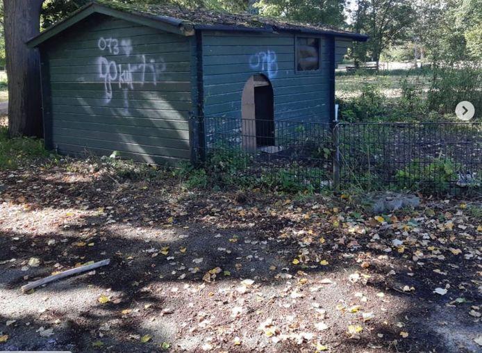 De geitenstal die illegaal in gebruik was als woning is inmiddels gesloopt