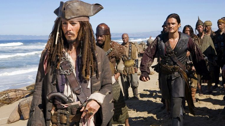 Johnny Depp (links) en Orlando Bloom in Pirates of the Caribbean: At World's End van Gore Verbinski. Beeld