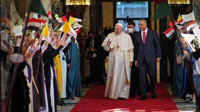 """Paus haalt tijdens bezoek aan Irak uit naar """"waanzinnige barbaarsheid"""" van Islamitische Staat tegen de jezidi's"""