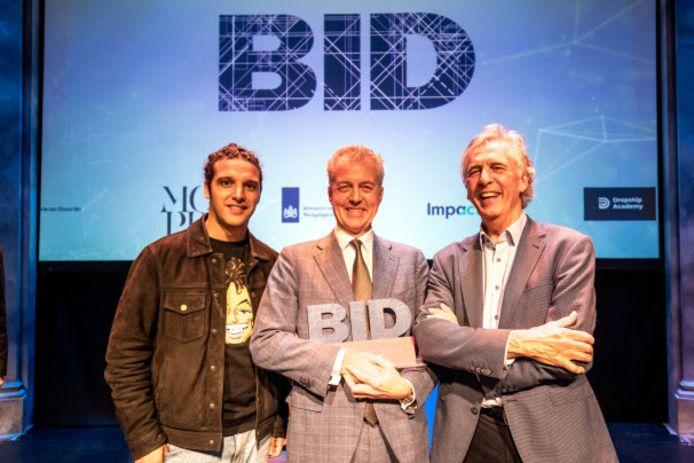 Marco Pastors (midden) is directeur van de 'meest positieve overheidsorganisatie van Nederland': het Nationaal Programma Rotterdam-Zuid (NPRZ). Dat is althans de mening van de juryvoorzitters naast hem, Ali B en Mark Frequin, tijdens de Big Improvement Day.