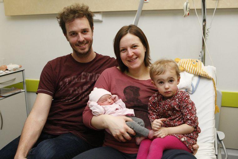 Papa Geert, mama Sarah, baby Febe en zusje Cleo.