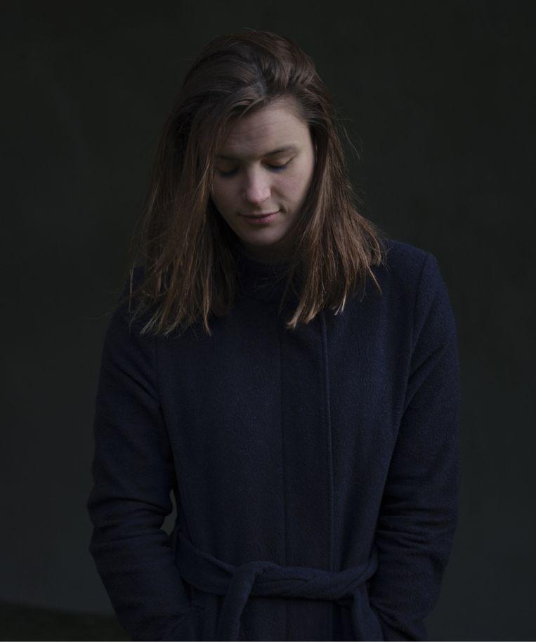 Milou Gevers: 'Als je zegt dat je moeder zelfmoord heeft gepleegd, houdt het gesprek meteen op. Voor ons is het net fijn om erover te kúnnen praten.' Beeld Erik Smits