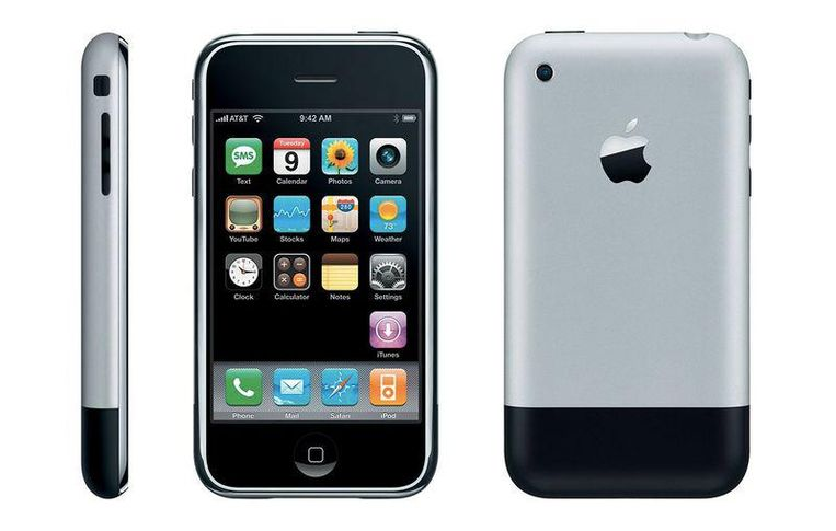 De allereerste iPhone uit 2007 Beeld Apple