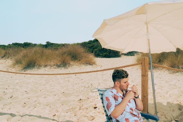 Boris Daenen, beter bekend als Netsky, is op vakantie in Ibiza. Beeld Illias Teirlinck