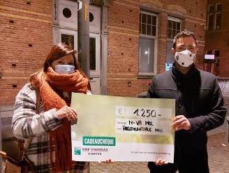 """Poezencentrale Mol ontvangt cheque van 1.250 euro: """"Hiermee kunnen we eindelijk de dierenarts voor een deel al betalen"""""""