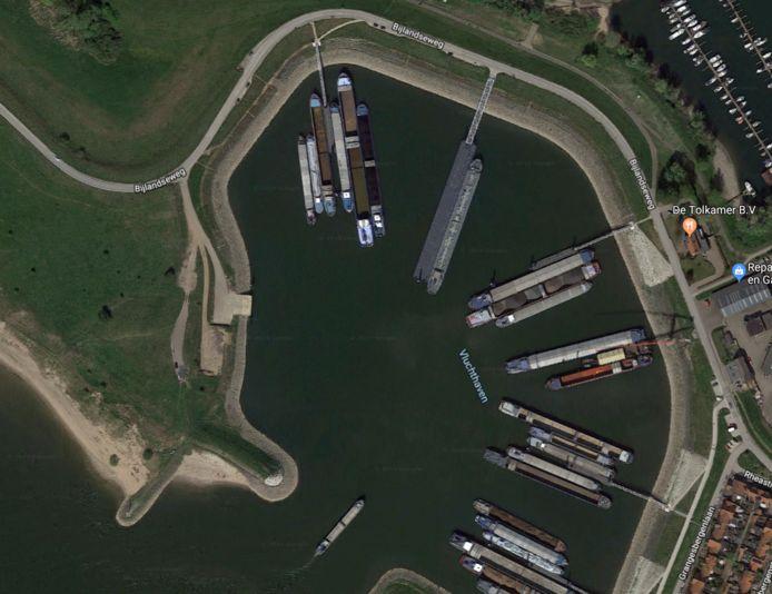 De overnachtingshaven Tuindorp bij Lobith van bovenaf gezien. Een paar kilometer verderop bij Spijk wordt een overnachtingshaven met 50 ligplaatsen aangelegd.