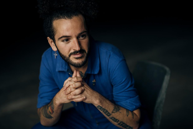 Jaouad Alloul: 'Ik wil expliciet een verbindende rol spelen met mijn producties.' Beeld Tim Coppens