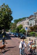 De Sint Peterlaan in Arnhem. Bewoners in deze straat, in de gewilde wijk Sonsbeekkwartier, hebben onlangs een brief in de bus gekregen van Roy en zijn partner: of ze hun huis willen verkopen.