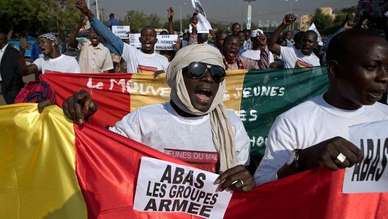 In de Malinese hoofdstad Bamako demonstreerden mensen gisteren tegen de militaire interventie. Beeld epa