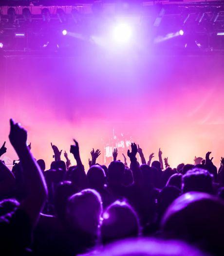 Des centaines de fêtards rassemblés à Barcelone pour un concert-pilote: aucun d'entre eux n'a été contaminé
