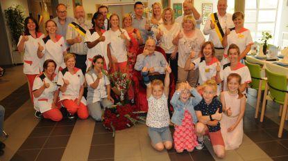Victor geniet van honderdste verjaardagsfeestje