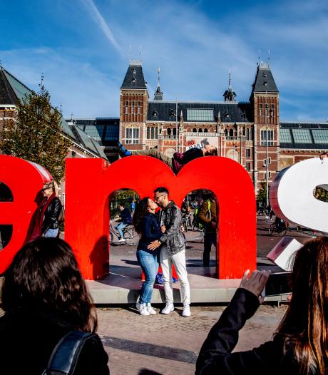Openluchtmuseum: letters Amsterdam naar Arnhem