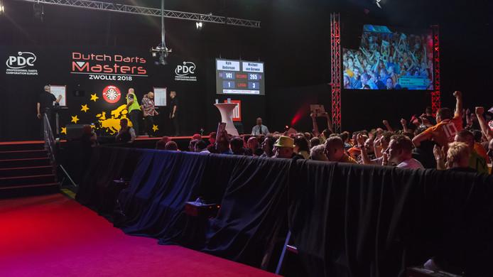 Michael van Gerwen in actie in de IJsselhallen in Zwolle.