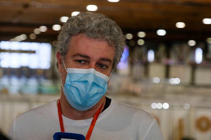 Minister Alain Maron in het vaccinatiecentrum op de Heizel.